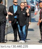 Billy Crystal arrives at the 'Jimmy Kimmel Live!' studios ahead of... (2017 год). Редакционное фото, фотограф WENN.com / age Fotostock / Фотобанк Лори