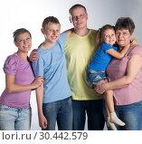 Купить «Big family in the studio», фото № 30442579, снято 26 марта 2019 г. (c) Типляшина Евгения / Фотобанк Лори
