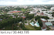 Купить «Panoramic aerial view of city center and Golden Gate in Vladimir, Russia», видеоролик № 30443195, снято 3 июля 2018 г. (c) Яков Филимонов / Фотобанк Лори