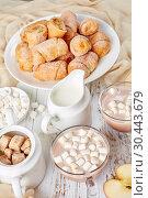 Купить «mini Apple Pie one bite Crescents, kifli», фото № 30443679, снято 19 марта 2019 г. (c) Oksana Zh / Фотобанк Лори