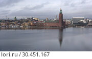 Купить «Вид на здание городской ратуши облачным мартовским днем. Стокгольм, Швеция», видеоролик № 30451167, снято 9 марта 2019 г. (c) Виктор Карасев / Фотобанк Лори