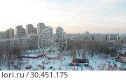 Купить «Ferris wheel in daylight in the city. Winter season», видеоролик № 30451175, снято 22 апреля 2019 г. (c) Константин Шишкин / Фотобанк Лори