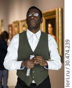 Купить «Afro man visiting exposition», фото № 30474239, снято 19 января 2019 г. (c) Яков Филимонов / Фотобанк Лори