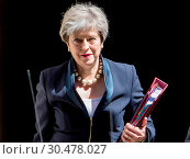 British Prime Minister Theresa May leaves Downing Street for Prime... (2017 год). Редакционное фото, фотограф Wheatley / WENN / age Fotostock / Фотобанк Лори
