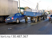 Купить «Passenger car collided with a cargo trailer on the road», фото № 30487367, снято 19 декабря 2011 г. (c) Ласточкин Евгений / Фотобанк Лори
