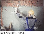 Купить «Craftsperson is plastering the wall», фото № 30487843, снято 3 июня 2017 г. (c) Яков Филимонов / Фотобанк Лори