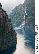 Купить «Geiranger Fjord (Norge)», фото № 30488223, снято 17 июля 2013 г. (c) Юрий Брыкайло / Фотобанк Лори