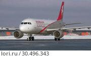 Купить «Airplane A320 of Air Arabia taxiing at Sheremetyevo Airport, winter view. Moscow», видеоролик № 30496343, снято 1 февраля 2018 г. (c) Данил Руденко / Фотобанк Лори