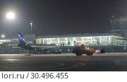Купить «Terminal D of Sheremetyevo Airport with planes and snow plow tractor. Night view», видеоролик № 30496455, снято 29 ноября 2018 г. (c) Данил Руденко / Фотобанк Лори