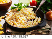 Купить «Pasta with minced meat», фото № 30498627, снято 4 апреля 2019 г. (c) Надежда Мишкова / Фотобанк Лори