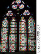 Купить «Старинный витраж в соборе Нотр-Дам де Пари в Париже, Франция», фото № 30499367, снято 4 июля 2018 г. (c) V.Ivantsov / Фотобанк Лори