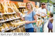 Купить «Woman choosing bread in bakery section», фото № 30499955, снято 20 мая 2019 г. (c) Яков Филимонов / Фотобанк Лори