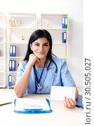 Купить «Female doctor cardiologist working in the clinic», фото № 30505027, снято 15 ноября 2018 г. (c) Elnur / Фотобанк Лори