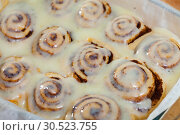 Купить «Cinnamon rolls in baking dish», фото № 30523755, снято 19 апреля 2019 г. (c) Яков Филимонов / Фотобанк Лори