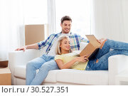 Купить «happy couple opening parcel box at home», фото № 30527351, снято 25 февраля 2016 г. (c) Syda Productions / Фотобанк Лори