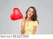 Купить «teenage girl with red heart-shaped balloon», фото № 30527659, снято 29 января 2019 г. (c) Syda Productions / Фотобанк Лори