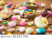 Купить «chocolate easter eggs and candy drops on table», фото № 30527759, снято 15 марта 2018 г. (c) Syda Productions / Фотобанк Лори