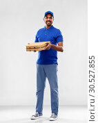 Купить «happy indian delivery man with pizza boxes in blue», фото № 30527855, снято 12 января 2019 г. (c) Syda Productions / Фотобанк Лори
