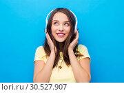 Купить «happy young woman or teenage girl with headphones», фото № 30527907, снято 29 января 2019 г. (c) Syda Productions / Фотобанк Лори
