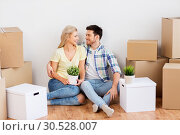 Купить «happy couple with boxes moving to new home», фото № 30528007, снято 25 февраля 2016 г. (c) Syda Productions / Фотобанк Лори