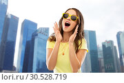 Купить «amazed teenage girl in sunglasses at singapore», фото № 30528719, снято 29 января 2019 г. (c) Syda Productions / Фотобанк Лори