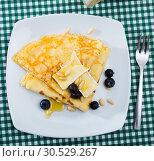 Купить «Crepes with brie and honey», фото № 30529267, снято 9 июля 2020 г. (c) Яков Филимонов / Фотобанк Лори