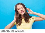 Купить «happy young woman or teenage girl with headphones», фото № 30529523, снято 29 января 2019 г. (c) Syda Productions / Фотобанк Лори