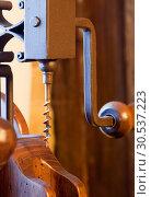 Antique wooden corkscrew. Стоковое фото, фотограф Tryapitsyn Sergiy / Фотобанк Лори