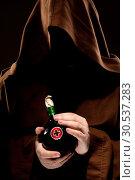 Купить «Mystery medieval doctor with medicine», фото № 30537283, снято 28 мая 2011 г. (c) Tryapitsyn Sergiy / Фотобанк Лори