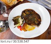 Купить «Spanish dish - lamb head with artichoke, tomatoes and potatoes», фото № 30538547, снято 19 апреля 2019 г. (c) Яков Филимонов / Фотобанк Лори