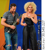 Little Big Town performing live on Good Morning America (2017 год). Редакционное фото, фотограф Patricia Schlein / WENN.com / age Fotostock / Фотобанк Лори