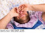 Man weared as baby in bed. Стоковое фото, фотограф Tryapitsyn Sergiy / Фотобанк Лори