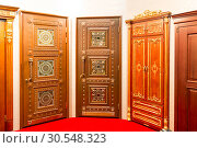 Classic interior and front wooden doors. Стоковое фото, фотограф Tryapitsyn Sergiy / Фотобанк Лори