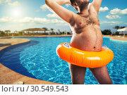 Strange naked man at the pool. Стоковое фото, фотограф Tryapitsyn Sergiy / Фотобанк Лори