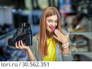Extcited woman in shoe store. Стоковое фото, фотограф Tryapitsyn Sergiy / Фотобанк Лори