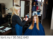 Hairdresser making hairstyle with scissors. Стоковое фото, фотограф Tryapitsyn Sergiy / Фотобанк Лори