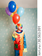Dull clown with a bunch of balloons. Стоковое фото, фотограф Tryapitsyn Sergiy / Фотобанк Лори