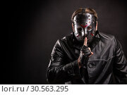 Купить «Serial maniac in hockey show do not talk sign», фото № 30563295, снято 7 ноября 2016 г. (c) Tryapitsyn Sergiy / Фотобанк Лори