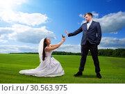 Купить «Beautiful bride makes offer to the groom», фото № 30563975, снято 3 декабря 2016 г. (c) Tryapitsyn Sergiy / Фотобанк Лори