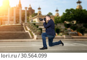 Professional photographer takes pictures of sights. Стоковое фото, фотограф Tryapitsyn Sergiy / Фотобанк Лори