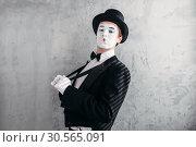Купить «Mime male artist with white makeup mask», фото № 30565091, снято 12 февраля 2017 г. (c) Tryapitsyn Sergiy / Фотобанк Лори