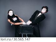 Купить «Mime actor and actress performing with suitcase», фото № 30565147, снято 12 февраля 2017 г. (c) Tryapitsyn Sergiy / Фотобанк Лори