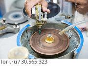 Купить «Jewelry fabric manufacturing, Ceylon treasures», фото № 30565323, снято 22 февраля 2017 г. (c) Tryapitsyn Sergiy / Фотобанк Лори