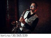 Купить «Male saxophonist playing jazz melody on saxophone», фото № 30565539, снято 4 марта 2017 г. (c) Tryapitsyn Sergiy / Фотобанк Лори