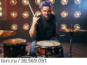 Купить «Bearded drummer with colorful hair, rock performer», фото № 30569091, снято 10 ноября 2017 г. (c) Tryapitsyn Sergiy / Фотобанк Лори