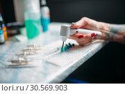 Female tattoo artist prepares color ink. Стоковое фото, фотограф Tryapitsyn Sergiy / Фотобанк Лори