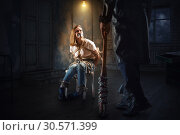 Купить «Maniac with baseball bat standing against victim», фото № 30571399, снято 19 апреля 2018 г. (c) Tryapitsyn Sergiy / Фотобанк Лори
