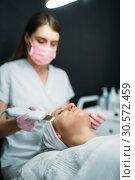 Купить «Getting rid of wrinkles in cosmetology clinic», фото № 30572459, снято 13 июня 2018 г. (c) Tryapitsyn Sergiy / Фотобанк Лори