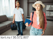 Young couple with suitcases went on a journey. Стоковое фото, фотограф Tryapitsyn Sergiy / Фотобанк Лори