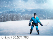 One hockey player with stick on open ice. Стоковое фото, фотограф Tryapitsyn Sergiy / Фотобанк Лори